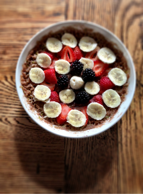 madrenaline:  Chocolate banana oatmeal with strawberries and blackberries.