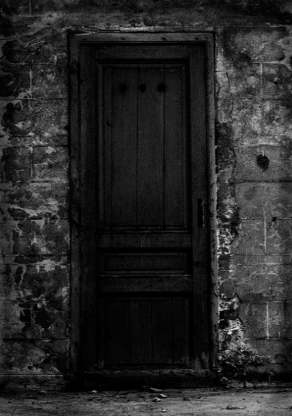 WHAT IS BEHIND THE DOOR?<br /> THE DOOR THAT OPENS TO END HOUSE.<br /> A PARTY IS AWAITING US,<br /> OR MAYBE SOMETHING ELSE IS WAITING<br /> BEHIND THE CLOSED DOOR.