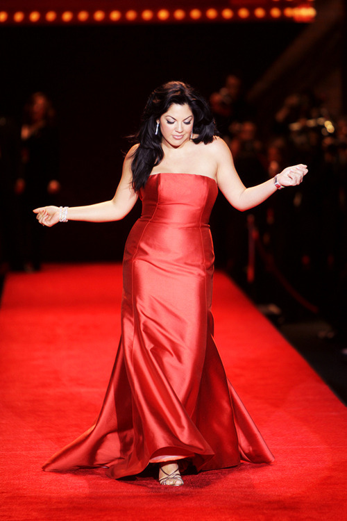 calzona-otp:  One of my favourite pictures of Sara Ramirez. Of all time.
