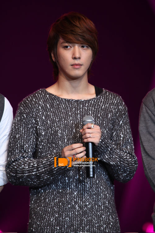 [051110] CN Blue - Yonghwa @ PD Radio Concert (Thailand) (more…)