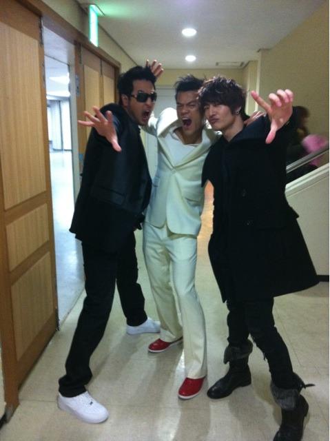 101224 Son Hoyoung's Twitter  이제 11시부턴 jyp콘서트 ㅋㅋ 옛날 아이돌포즈 ㅋㅋㅋ Now jyp concert starting at 11 keke old idol pose kekeke