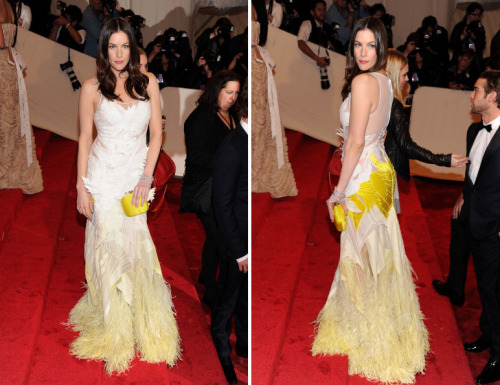 bohemea:</p> <p>Liv Tyler - MET Costume Gala, May 2nd 2011<br /> Pale yellow feathers! Bless you, Liv.<br />