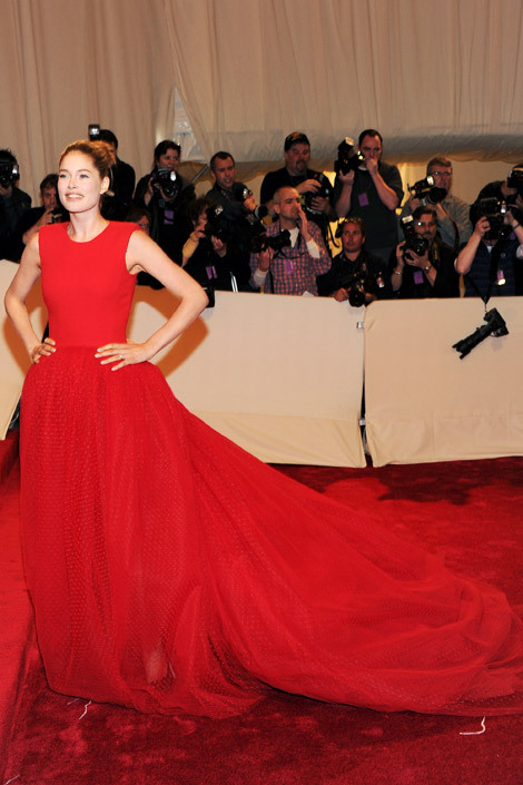 elle:</p> <p>Met Gala 2011<br /> Model Doutzen Kroes makes a statement in Giambattista Valli.<br /> Photo: Getty Images<br />