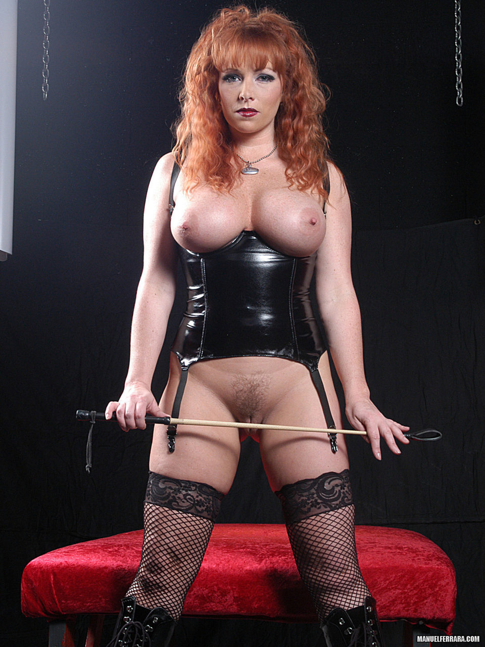 Redhaired and curvy domme