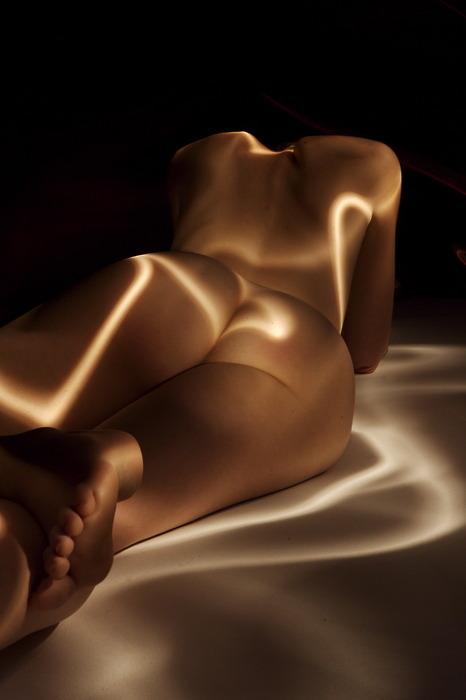 Pocas cosas abren tanto las posibilidades de arte como las nalgas femeninas. ¡Qué belleza!