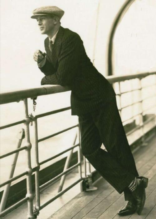 Gary Cooper, 1920.  Ame as meias.
