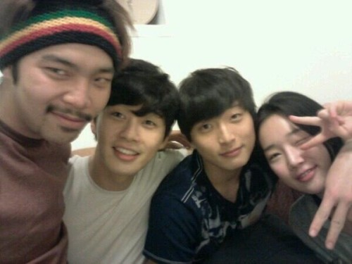 [Pic] [120512] Jinwoon in Park Seojoon's Twitter</p><br /> <p>내사랑들</p><br /> <p>My loved ones