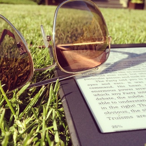 distantheartbeats:&lt;/p&gt;<br /> &lt;p&gt;I couldn't bear to stay indoors when the sun was out (it's such a rare occurrence for us!) so I'm soaking up the sun and doing my revision outdoors for a wee while.