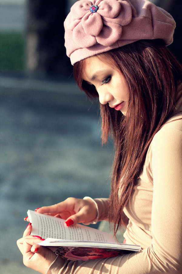 "500px / Photo ""Reading book "" by Quang Huy Bùi"