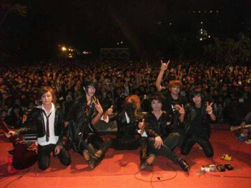 JELLY FISH WITH CROWD @ GJUI 2012