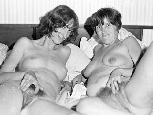 Vintage Mom Nude