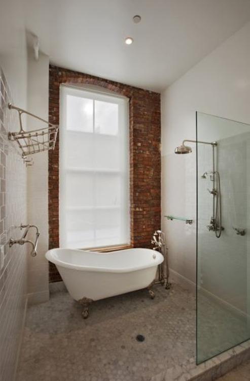 bricks and bathtube (via L O L I T A )<br /><br /><br />
