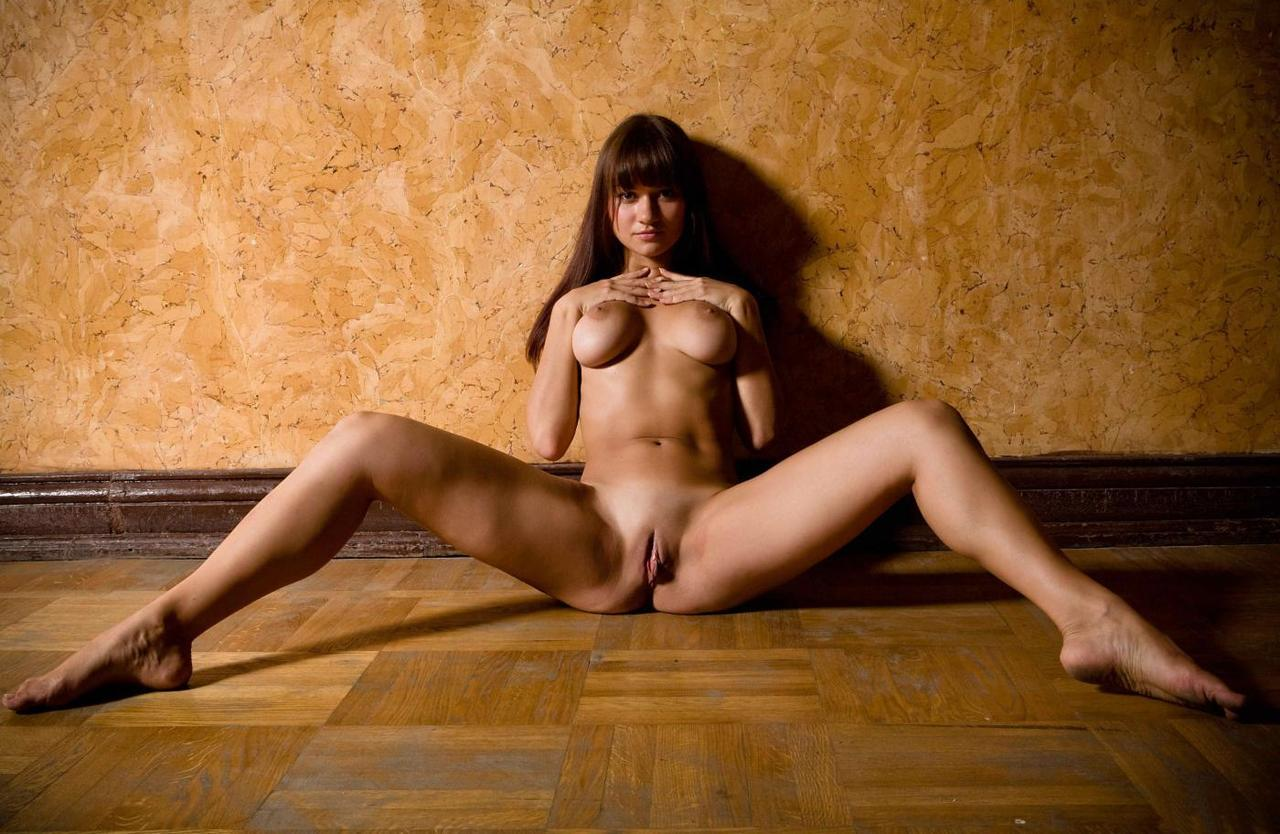 girls nude spread eagel