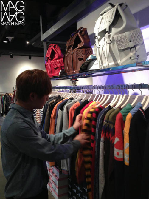 Magnmag's twitter update featuring Shopping Leader Onew 121108 -Credit: Magnmag // SHINee BaiduMagnmag twitter update featuring Shopping Leader Onew 121107 -http://tmblr.co/ZGt9AyWmO-K2