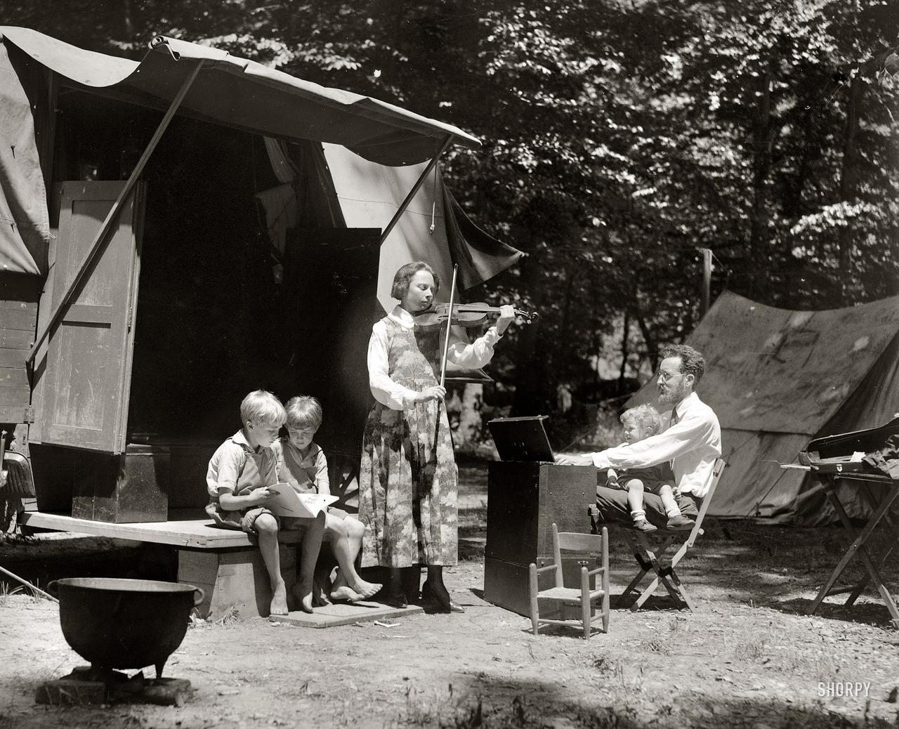 Seeger family, 1921