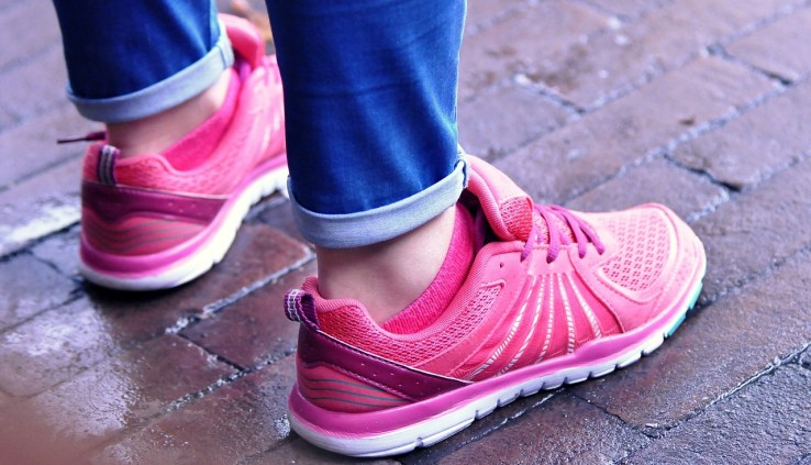 walking shoes, best walking shoes, walk, walking, exercise, burn fat, lose weight fast, lose belly fat