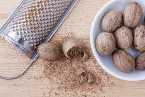 nutmeg, sugar cravings, how to stop sugar cravings instantly, sweet foods, sugar