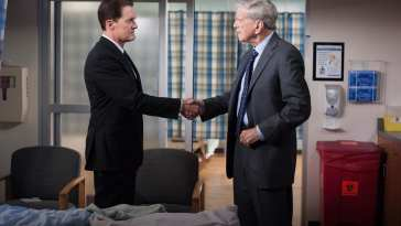 Agent Cooper and Bushnell Mullins shake hands in the hospital room