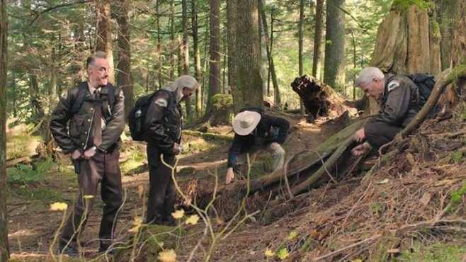 Andy, Hawk, Frank and Bobby dig dirt at Jack Rabbits palace