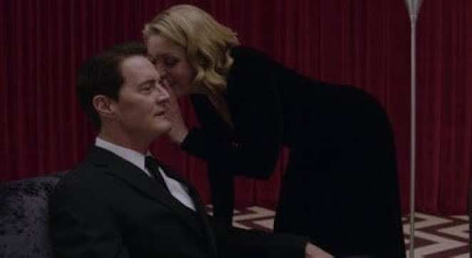 Laura Palmer whispers in Agent Coopers ear