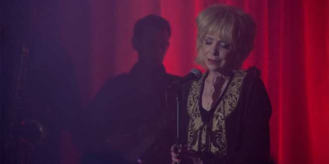 Julee Cruise sings the world spins in the red room