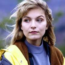 Laura Palmer looking melancholy at the picnic
