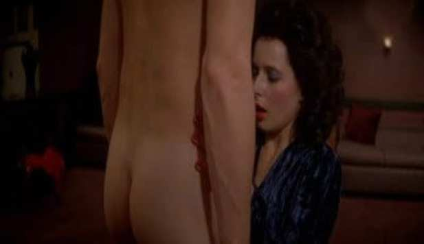 Jeffrey Beaumont naked and Dorothy on her knees in front of him