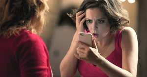 rebecca in Crazy ex girlfriend looks horrified at a text message