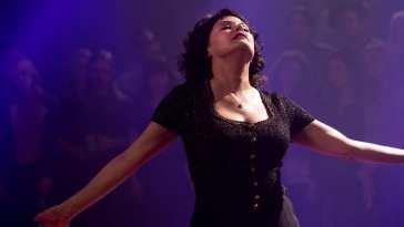 Audrey Horne dances