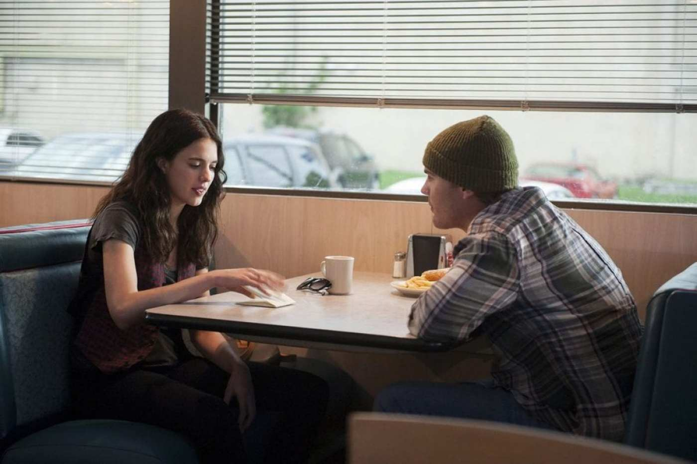 Jill and Tommy Garvey meet in HBO's The Leftovers