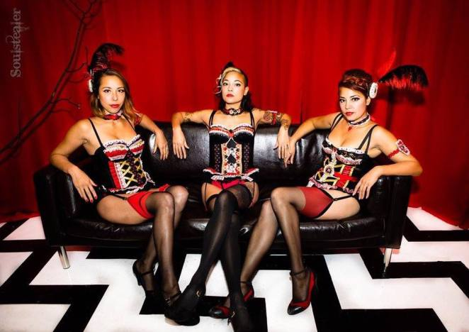 burlesque girls at the Twin Peaks festival UK