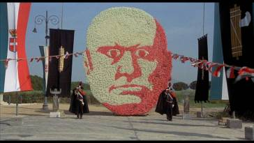 mussolini's giant head in Amarcord