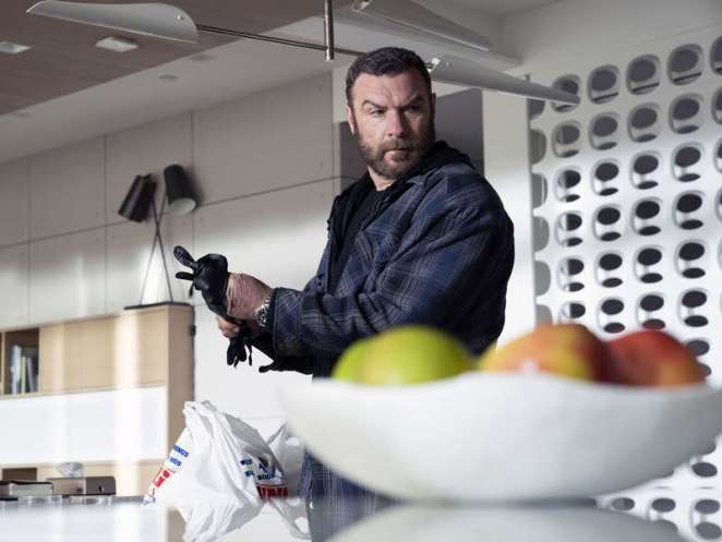 Ray prepares to take out Fetu in S6 Ep2 of Ray Donovan