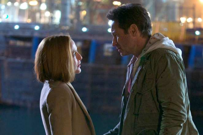 Mulder and Scully in the season finale My Struggle IV