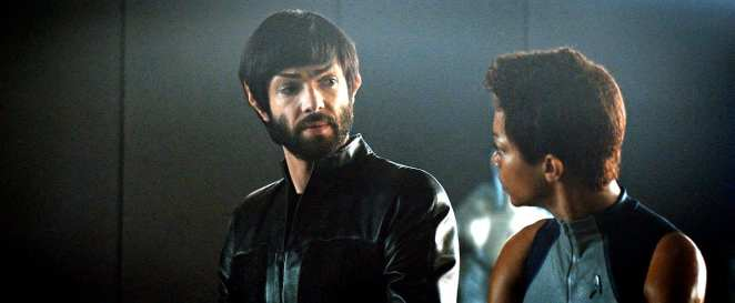 """Spock (Ethan Peck) comforts Burnham (Sonequa Martin-Green) after she learns about her parents' death in Star Trek: Discover """"The Red Angel"""""""