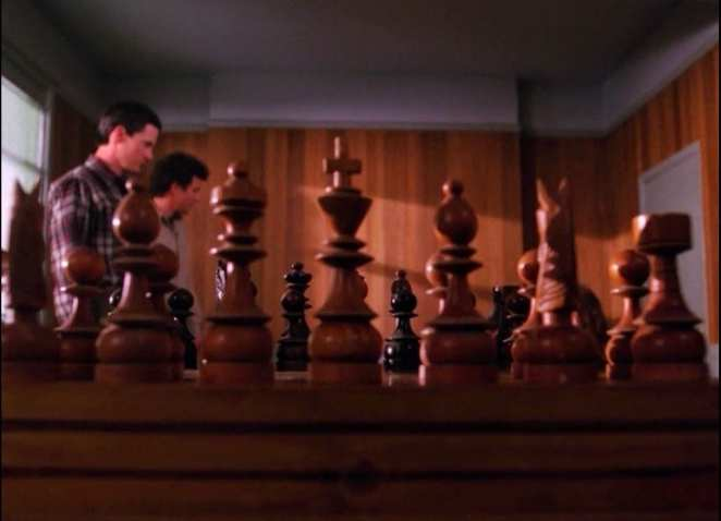 Chess board in Twin Peaks with Cooper and Truman