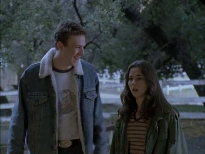 Nick and Lindsay cut class and discuss the school dance in the Freaks and Geeks pilot episode