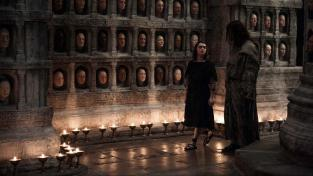Arya and Jaqen in the Temple of the Many Faced God in Game of Thrones