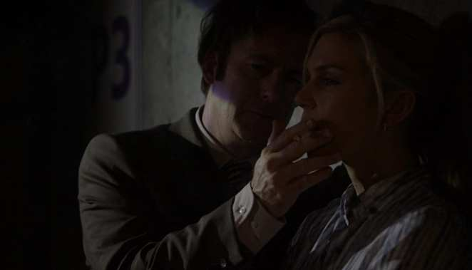 "Jimmy McGill and Kim Wexler share a cigarette in the Better Call Saul pilot episode ""Uno"""