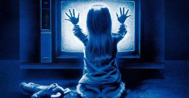Young Carolyn (Heather O'Rourke) is sucked into another ghostly dimension through the family television set.