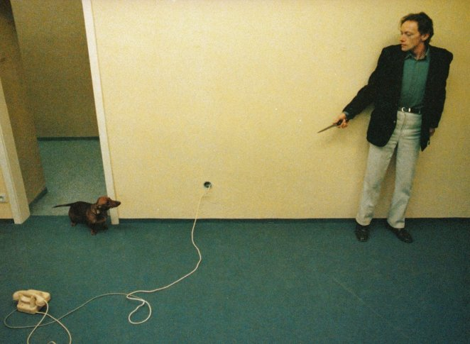 Erwin Leder cornered by a Dachshund in Angst