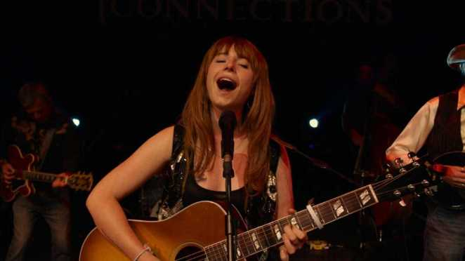 "Jessie Buckley belts out hardscrabble harmony in ""Wild Rose"""
