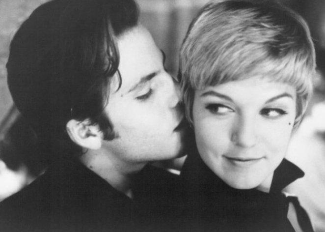 Stu kissing Astrid
