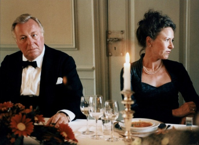Henning Moritzen and Birthe Neumann enjoy an uncomfortable dinner in The Celebration (1998)