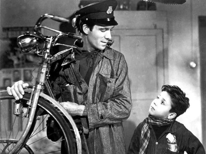 Lamberto Maggiorani speaks to his son, Enzo Staiola in The Bicycle Thieves (1948).