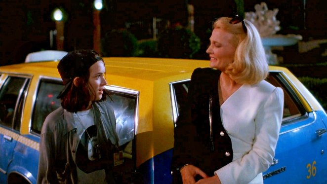 Los Angelas cab driver Corky (Winona Ryder) meets Hollywood agent Victoria Snelling (Gena Rowlands) in Beverly Hills