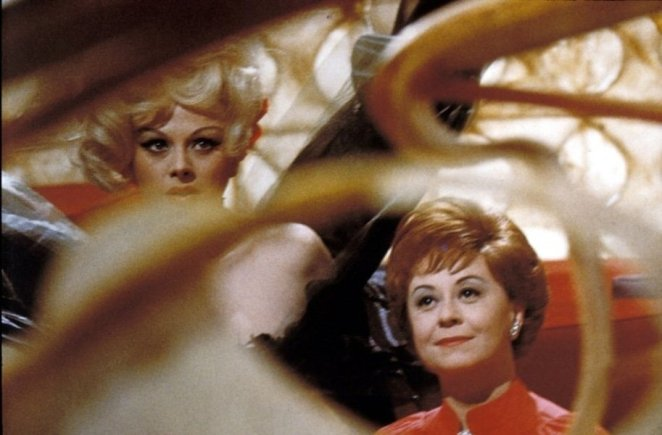Giulietta (Giulietta Masina) and Suzy dressed for the party