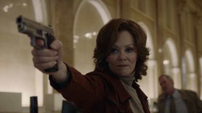 Jean Smart as Laurie Blake holding up a gun in Watchmen HBO