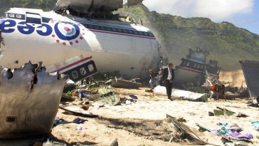 The wreckage of the plane is on the beach in the pilot episode of Lost