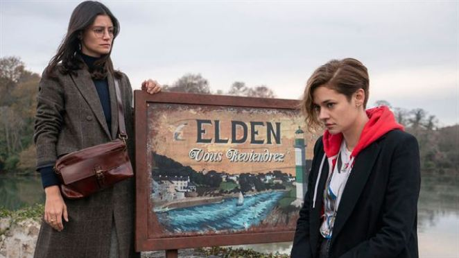 Camille and Emma stand by the Elden sign